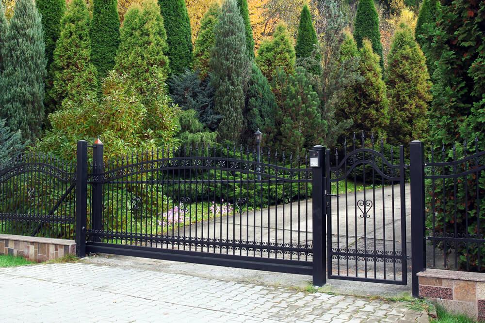 Samonosná brána s integrovanou bránkou Bratislava