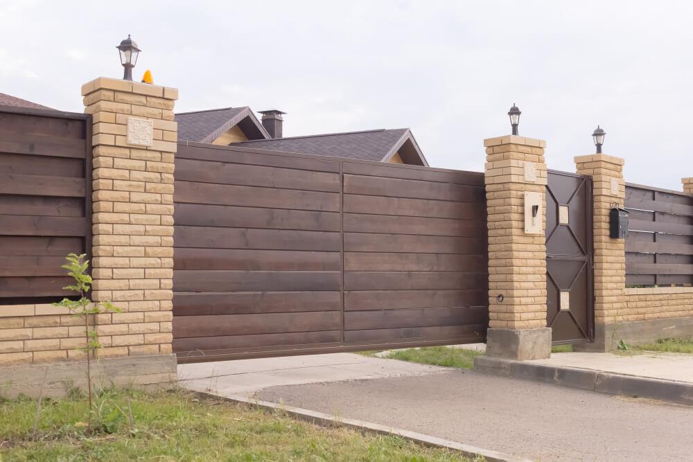 Samonosné posuvné brány s bránkou na kľúč Bratislava